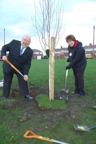Washingwell School tree planting Dev 09 no 39