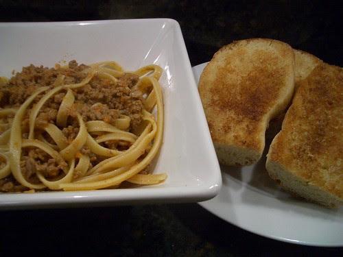 Bolognese & Garlic Bread