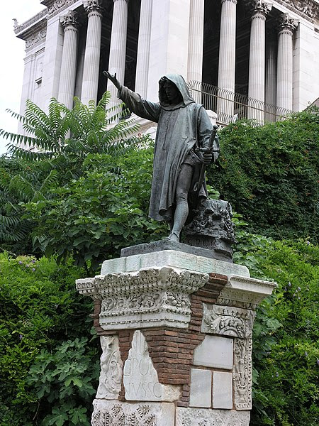 Fil: Roma-Statua Cola di rienzo.jpg