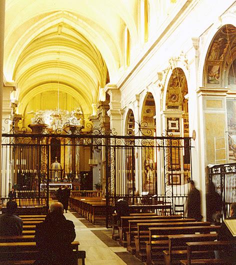 File:Trinita dei Monti Rome interior nave.jpg