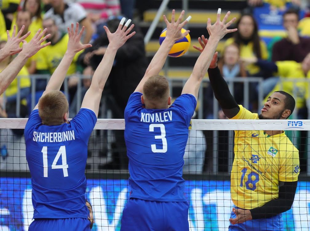 Lucarelli foi o melhor contra os russos (Foto: FIVB)