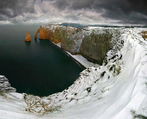 perierga.gr - Etretat: Ένα μεσαιωνικό χωριό... μέσα στη θάλασσα!