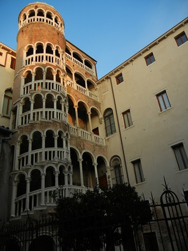 DSCN1877 _ Palazzo Contarini del Bovolo, 14 October
