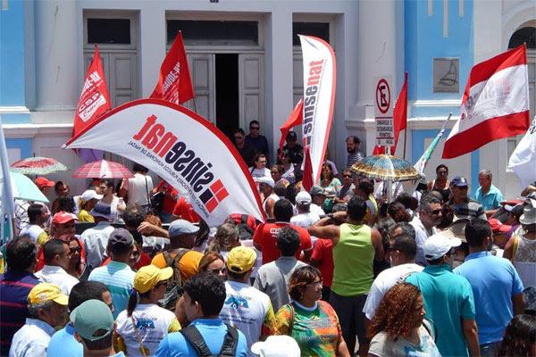 Resultado de imagem para servidores natal em greve