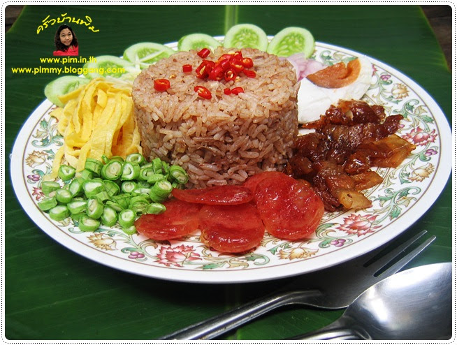 http://pim.in.th/images/all-one-dish-food/mixed-cooked-rice-with-shrimp-paste-sauce/Mixed-Cooked-Rice-wit-%20Shrimp-Paste-Sauce-04.JPG