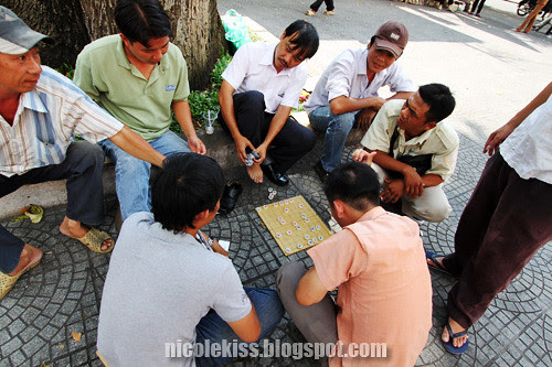 vietnamese men playing chess