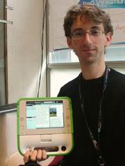 Samuel Klein with an 'XO' laptop viewing Wikipedia.