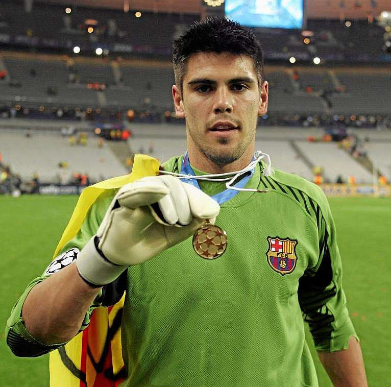 Victor Valdes in Champions league final 2005