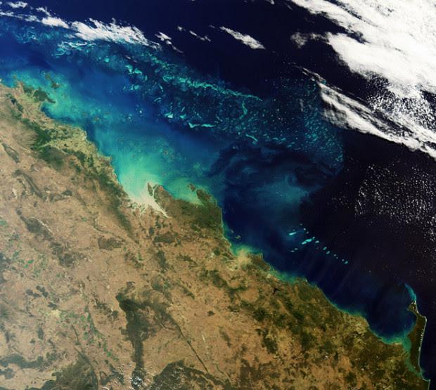 Ένα από τα πιο όμορφα μέρη της γης – ο μεγάλος κοραλλιογενής ύφαλος στην ανατολική ακτής του Queensland, Αυστραλία.