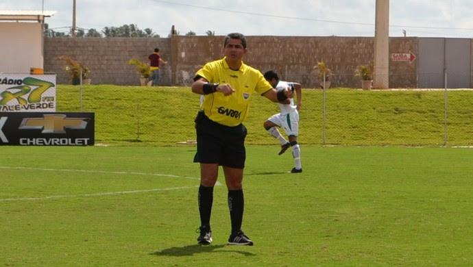Resultado de imagem para Árbitro Emanuel Eduardo Marinho