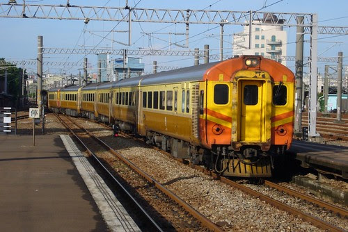 EMU100-1002次自強號