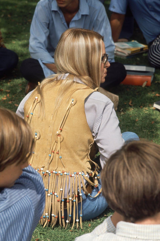 Estas colegiais dos anos 60 se vestiam bem, inclusive para hoje em dia 13
