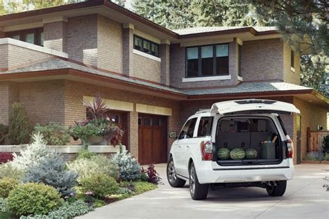 ford expedition  drive review   living