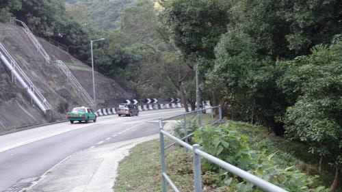 自転車通行禁止なので降りていきます