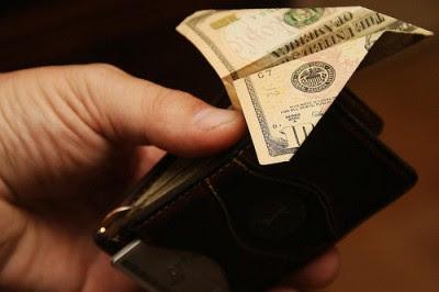 Em 2010 a fuga de capitais calcula-se em 1,2 mil milhões de euros, segundo os números são fornecidos ao Banco de Portugal pelos bancos. Foto Dave77459/Flickr