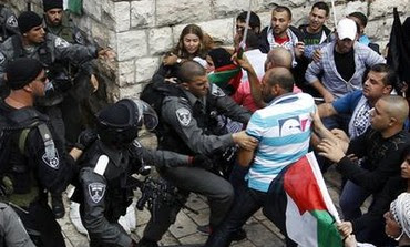 Palestinian protesters, police clash at Damascus Gate in Jerusalem on Nakba Day, May 15, 2013.