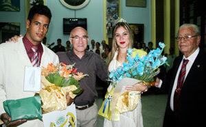 Jesus Chacón –a la izda.– y Carmelo González, junto a los homenajeados.