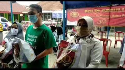 """Video Kapolsek Sepatan Berikan Bantuan Bagi Warga Kampung Kelor di giat Alumni Akpol 91 """"30 Tahun Mengabdi"""""""