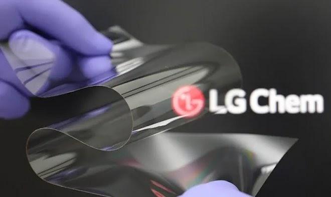 LG разработала гибкое стекло для дисплеев, которое не уступает по прочности традиционному