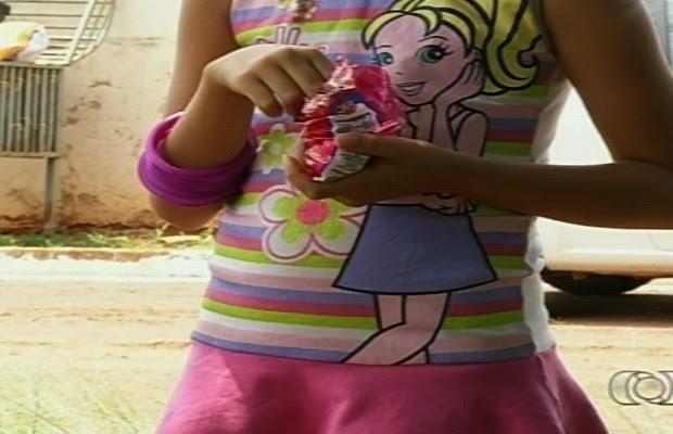 Mãe sai e deixa as 3 filhas pequenas trancadas em casa por 7h, diz polícia em Goiás (Foto: Reprodução/TV Anhanguera)