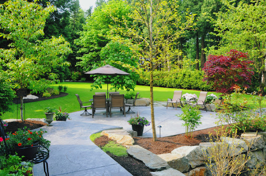 8 Ways to Make Your Backyard a Summer Paradise