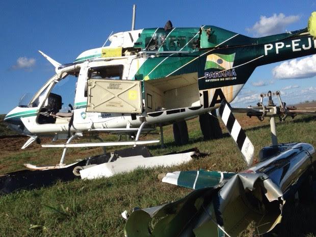 Helicóptero do Graer capotou após acidente no aeroporto 14 Bis, em Londrina (Foto: Wilson Kirsche/RPC)