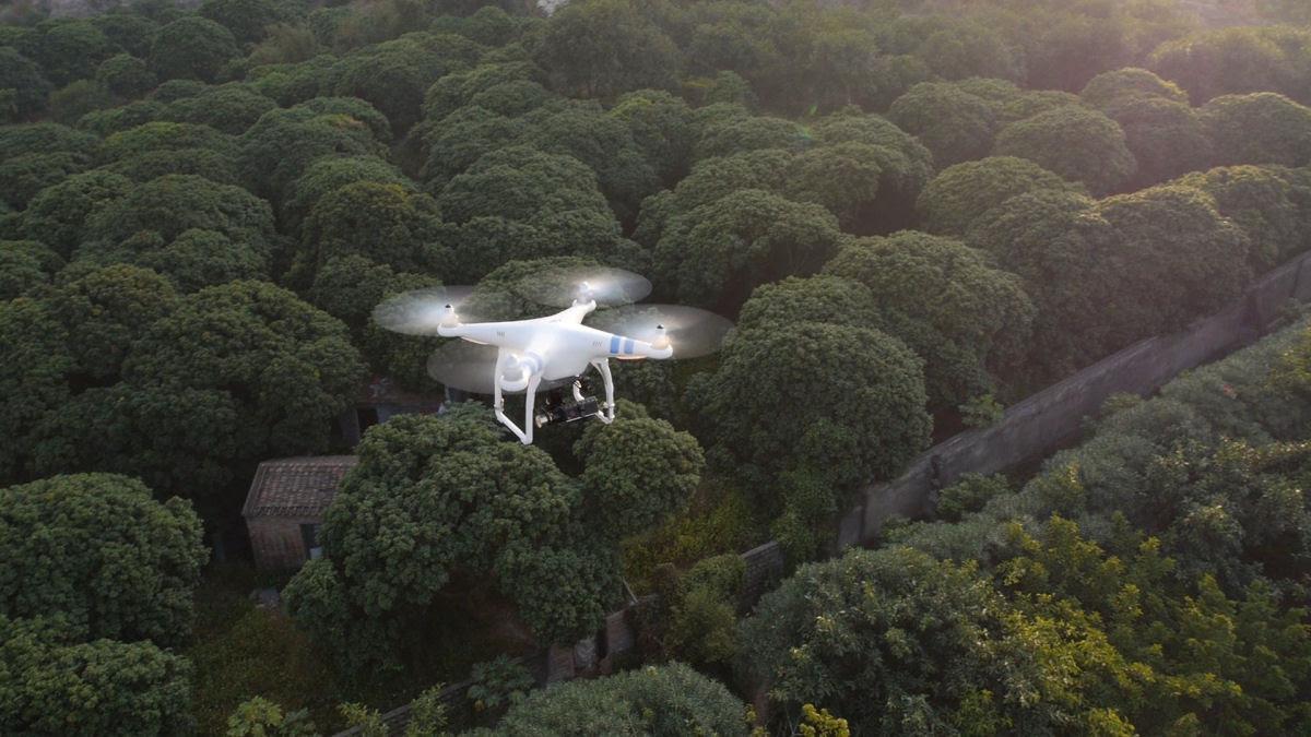 Gênio: alguém disparou um míssil de 9 milhões para abater um drone de mil reais