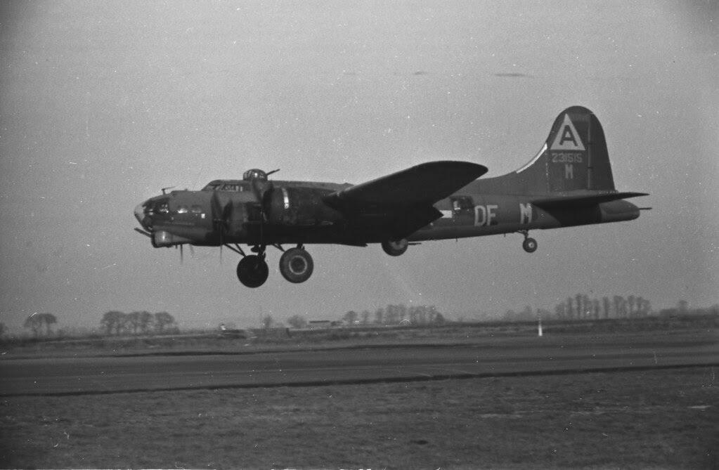 384th Bomber Group, B17 landing