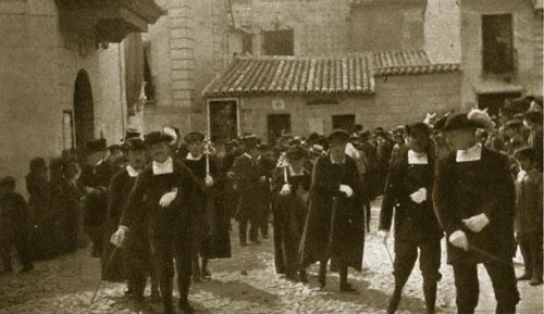Acto de homenaje a Francisco Rojas Zorrilla el 4 de octubre de 1907 en la Iglesia de El Salvador. Foto Blanco y Negro (13-10-1907)