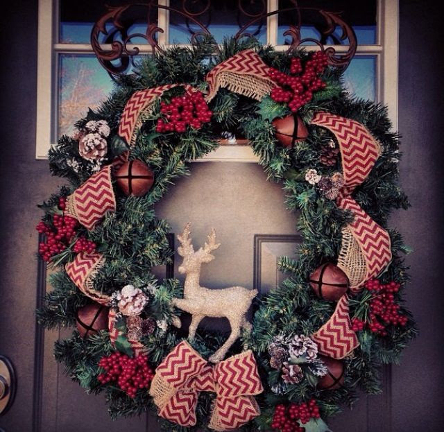 Love this wreath. Better make it while the chevron trend is still going strong!