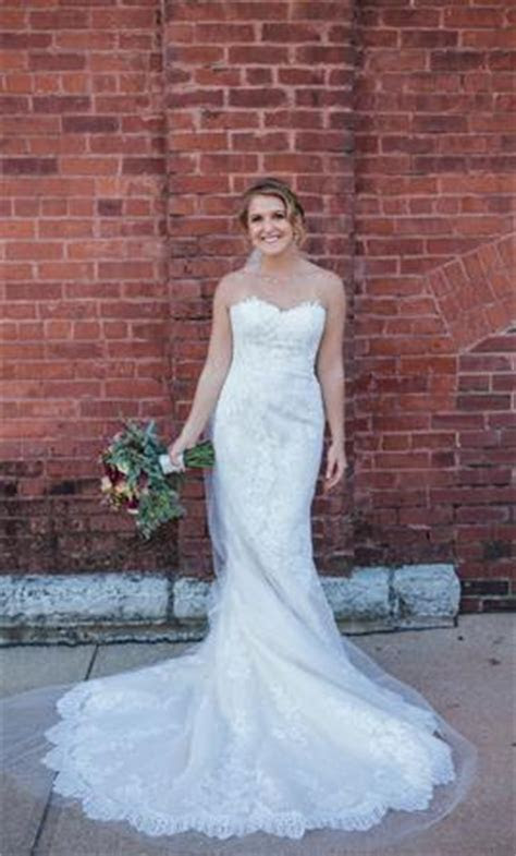 Pronovias Princia, $1,500 Size: 6   Used Wedding Dresses