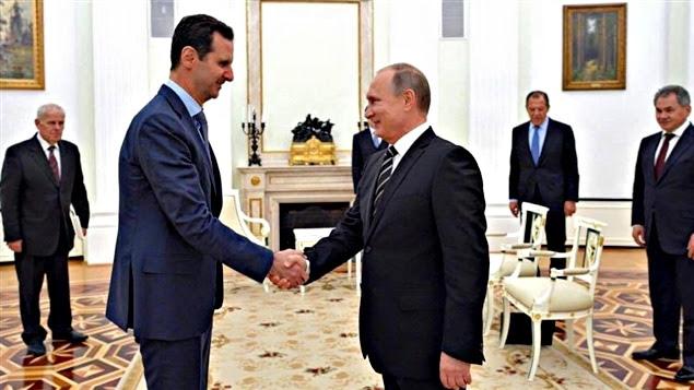 Une photo publiée sur la page Facebook de Bachar Al-Assad le montre avec Vladimir Poutine