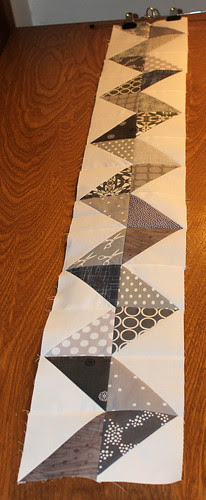 Zigzag row for April's Faith circle quilts