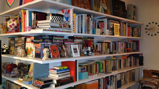 The Best Way to Organize Bookshelves?