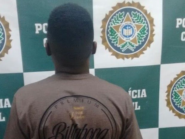 Filho de vereador foi levado para 105ª DP em Petrópolis, de onde seguiu para a Bangu (Foto: Divulgação)