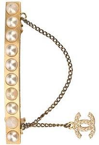 Chanel logosu hairclip, £ 395, farfetch.com