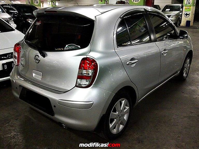 Nissan March 2011 Silver Matic Mulus Terawat Cv