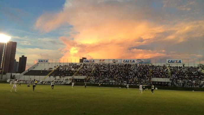 Estádio Frasqueirão (Foto: Augusto Gomes/GloboEsporte.com)
