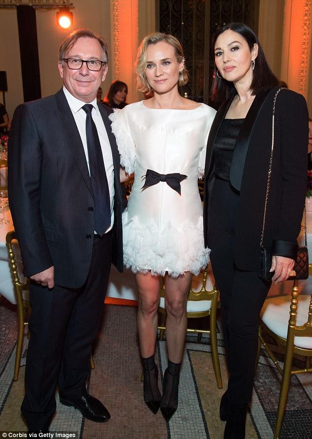 Todas as coisas moda: as atrizes colocadas para uma foto com o presidente da moda da Chanel, Bruno Pavlovsky