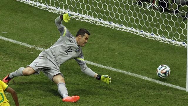 Julio Cesar leva mais um gol da Holanda: o brasileiro mais vazado em Copas