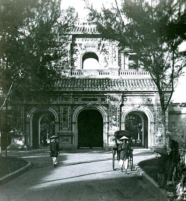 Hue 1925-30 - cửa Hiển Nhơn