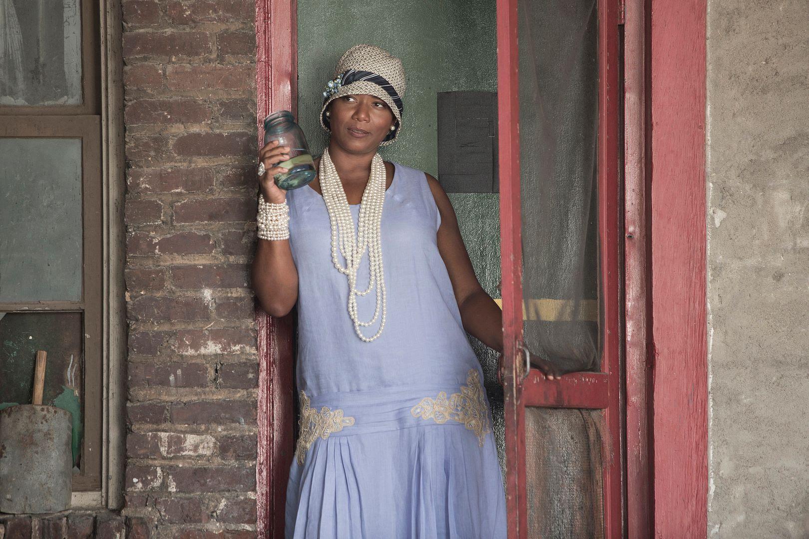 Queen Latifah : Bessie photo bessie-celebbug.jpg