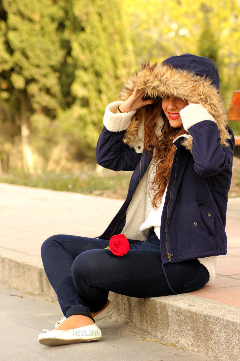 abrigo-azul-con-gorro-de-pelo-sheinside-heelsandroses-(4)