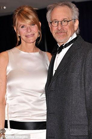 Schmooze: CNN estrela Piers Morgan e Goldie Hawn parecia de bom humor como eles posaram para um piscar de olhos, enquanto Steven Spielberg chegou com sua esposa Kate Capshaw