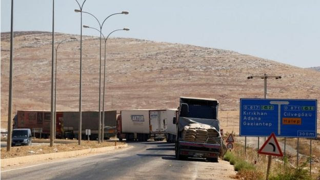 Trucks at Turkey-Syria crossing (file photo)