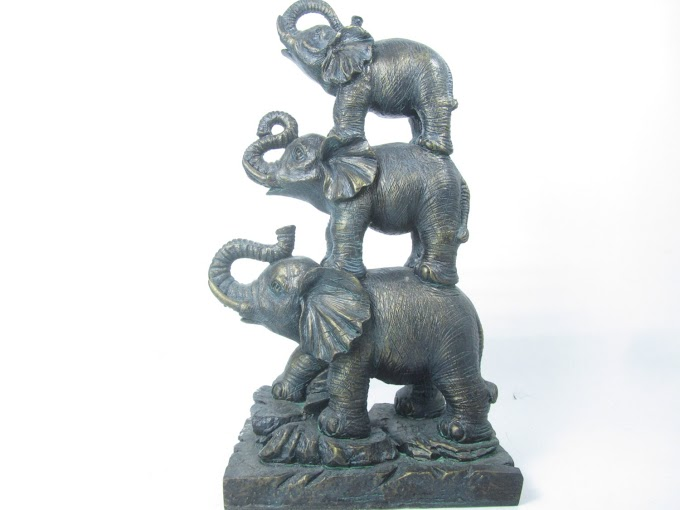 Luxury Elephant Statues For Home Decor Stock