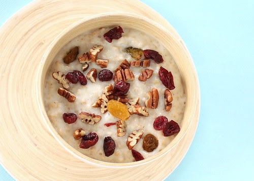 oats with pecans, cranberries and raisins