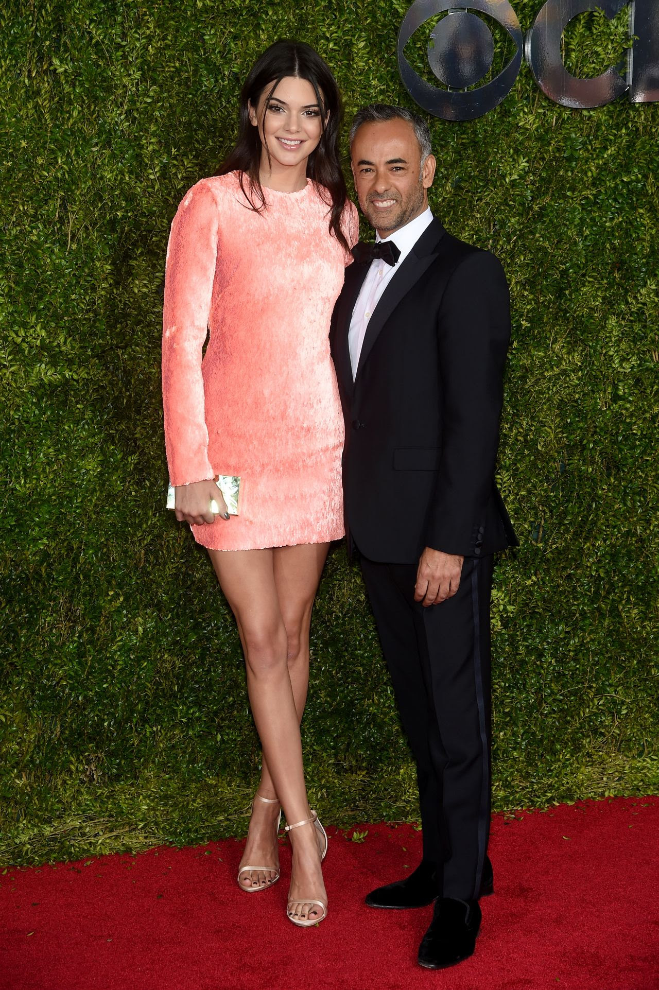 http://fashionsizzle.com/wp-content/uploads/2015/06/kendall-jenner-2015-tony-awards-in-new-york-city_10.jpg