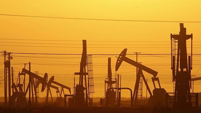 Todas las claves de la caída precio del petróleo