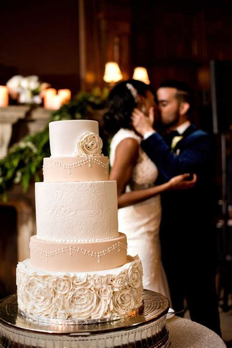 Best 25  Romantic wedding cakes ideas on Pinterest   Gold